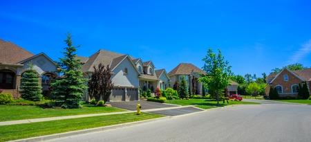 カスタムは、カナダ ・ トロント郊外の豪華な家を建てた。