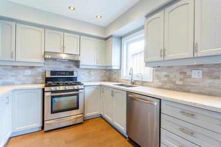 新しい高級住宅でキッチンのインテリア デザイン