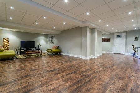新築住宅における地下室インテリア デザイン 写真素材