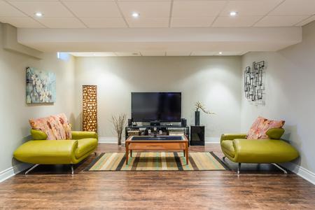 새 집에 지하실 인테리어 디자인 스톡 콘텐츠