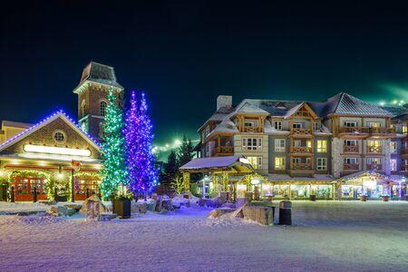 resplandor: Blue Mountain Village en invierno Foto de archivo