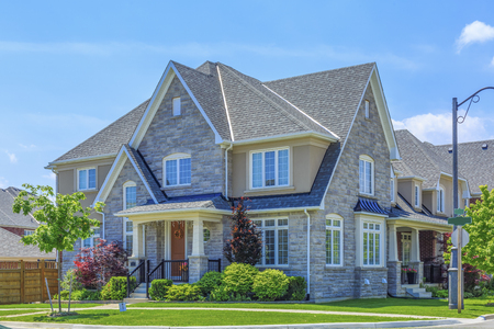 Custom built luxury house in the suburbs of Toronto, Canada. Imagens - 80427389