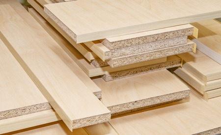 board chipboard cut parts for furniture production close-up Foto de archivo