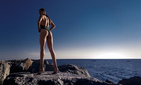 Hermosa chica atlética en traje de baño Foto de archivo