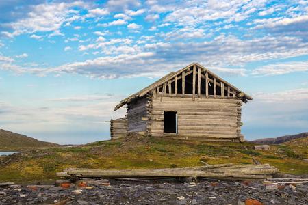 the thrown: The thrown wintering of coast-dwellers on island Big Loginov, Petuhovsky archipelago about a southern shore of Novaya Zemlya