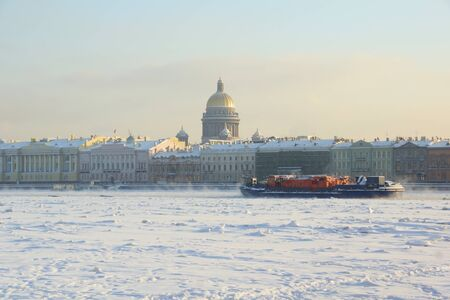 neva: Winter day, the river Neva in Saint-Petersburg