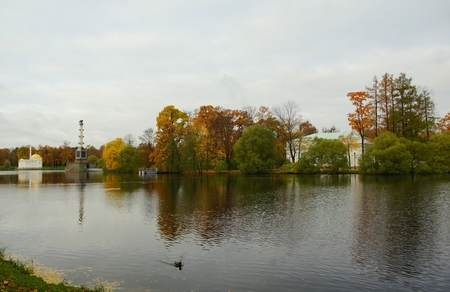 Walk the October morning in Catherine Park, the Great Pond and the Hall on the island