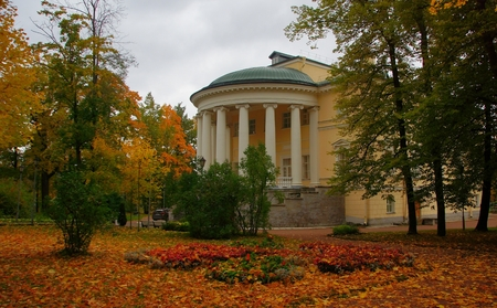 September evening and the Reserve Palace in Tsarskoe Selo