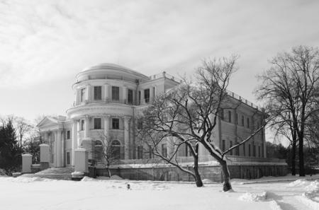 Winter walk through Elagin Island in St. Petersburg, Elagin Palace Stok Fotoğraf - 120678744