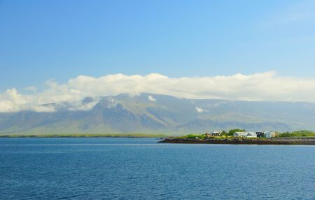 Summer sunny day and ocean view from the embankment in Reykjavik 免版税图像