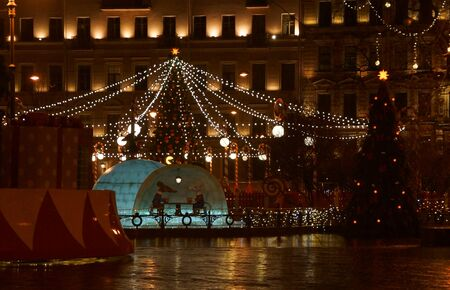 Walk along the night decorated for the New Year St. Petersburg, Manege Square