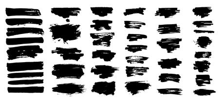 L'encre éclabousse. Éclaboussure de saleté éclaboussée d'encre noire éclaboussures de pulvérisation éclaboussées avec des gouttes éclaboussant ensemble de silhouettes grunge vectorielles isolées Vecteurs