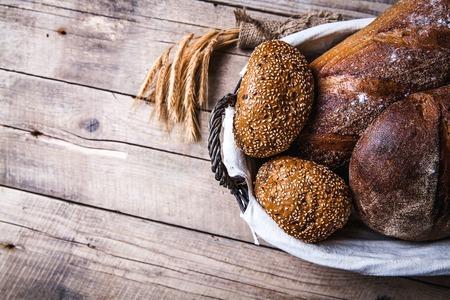 Traditionele brood in de mand