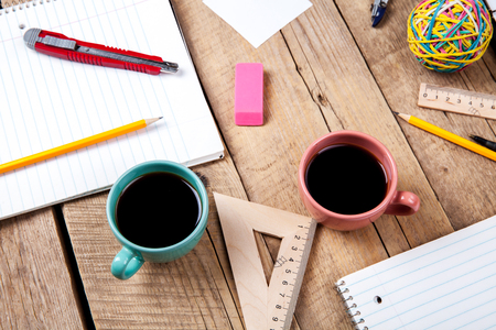COLABORACION: Team collaboration concept. Business planning with coffee and office supplies