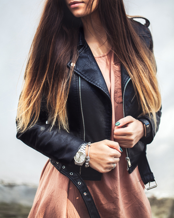 young woman wearing leather jacket, man, fashion, style a Stockfoto