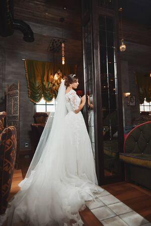 gorgeous girl: Beautiful Bride Portrait wedding makeup, wedding hairstyle Stock Photo