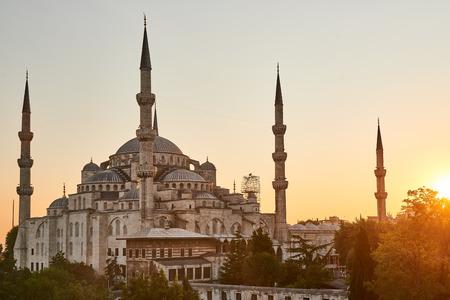 Mosquée bleue au coucher du soleil. Istanbul, Turquie. Palmiers et Banque d'images