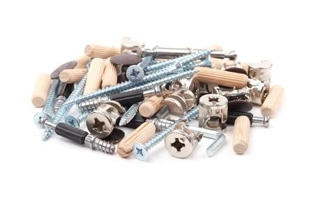 furniture hardware: Herramientas para el montaje de muebles en un fondo blanco