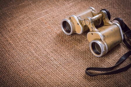 キャンバスの背景に旧ドイツ軍用双眼鏡 写真素材