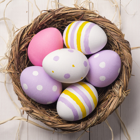 Colorful Easter eggs in the nest. Top view Stockfoto