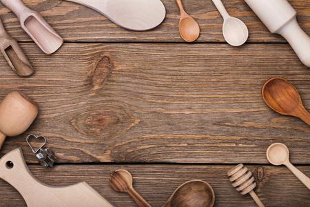 Set von Küchenutensilien auf dem Tisch mit Platz für Text, Ansicht von oben Standard-Bild