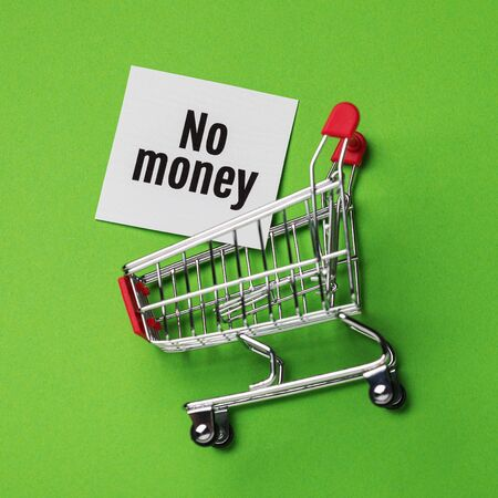 No money to buy goods in the store. Note in the grocery cart