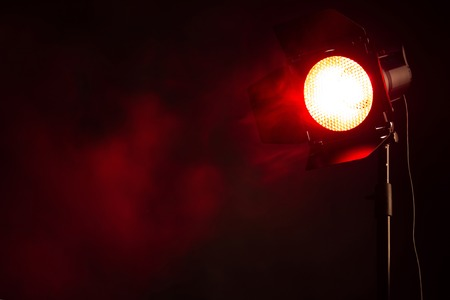 Equipment for photo Studio. Red light with smoke in the dark. Banque d'images - 120779105