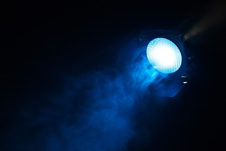 Blue light with smoke on dark background. Equipment for photo Studio. Banque d'images - 120779122