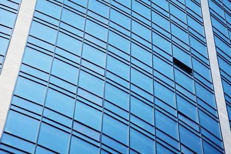 moderní mrakodrap s modrou okny, může být použit jako pozadí