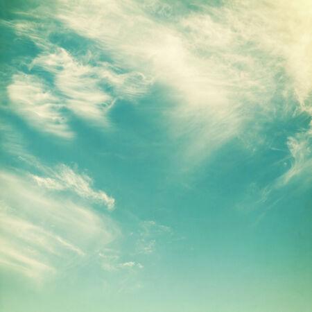 retro obloha s mraky, lze použít jako pozadí