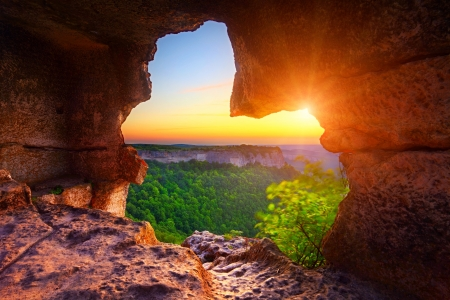 洞窟と日没時に峡谷のビュー 写真素材