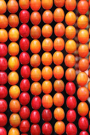 velikonoční vajíčka pozadí detailní s živými barvami