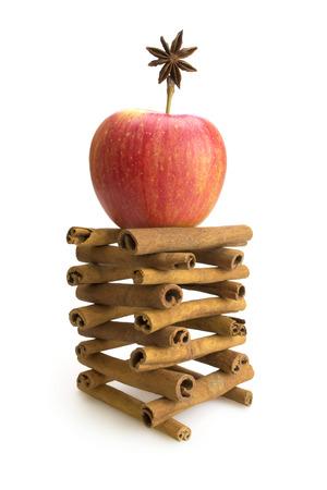 apple cinnamon: Torre con rosso mela cannella e anice stellato