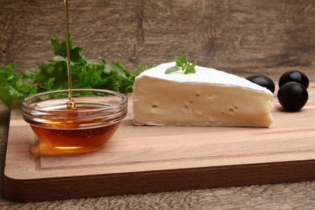 cheeseboard: cheese plate Camembert honey