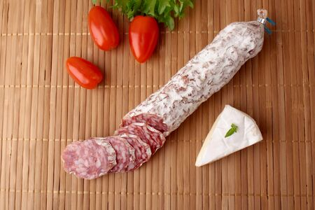 camembert: Salami camembert
