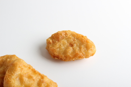 nuggets chicken deep fried on white background Stockfoto