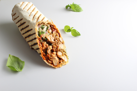 shaurma kebab op een lichte achtergrond