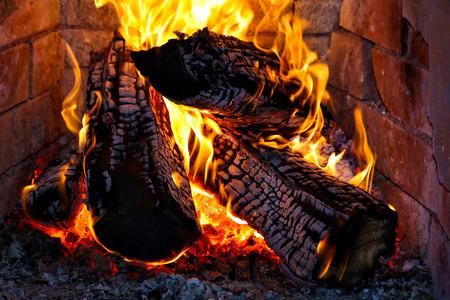 薪暖炉で燃えています。 写真素材 - 25941180