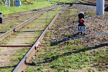 rote ampel: rotes Licht auf Eisenbahnlinie