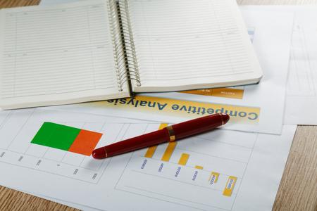 万年筆と公式書類ビジネスある静物