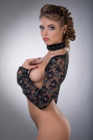 chica desnuda: Foto de la mujer hermosa desnuda en el estudio
