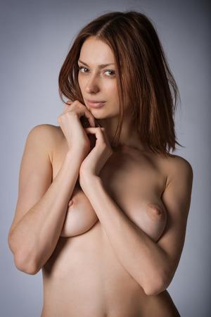 young nude girl: Nacktes M�dchen posiert im Studio Lizenzfreie Bilder