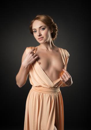 Les filles en robe érotique pose nue, nue Banque d'images - 35425625