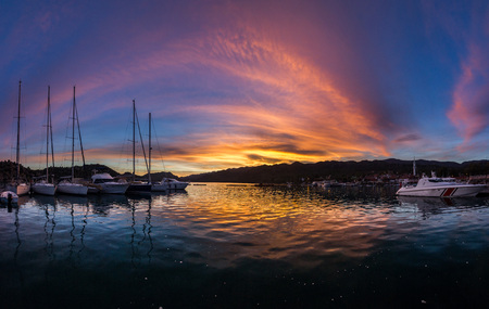 panorama of colorful sunset on mediterranean sea with yachts 免版税图像
