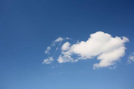 cumulus cloud: Cielo blu con cumulo nube