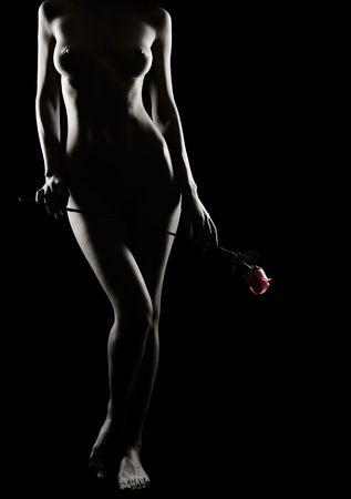 naked bodies: Hermosa chica desnuda con rosas en las manos de
