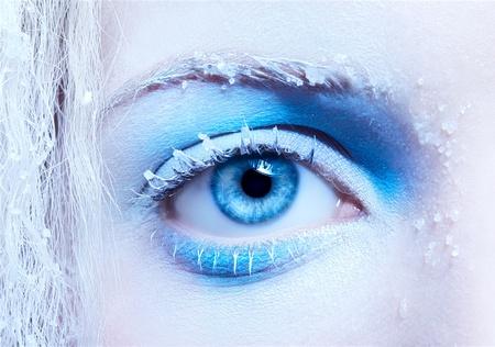 maquillaje de fantasia: Close-up retrato de maquillaje de nieve de fantasía de la niña hermosa zona del ojo