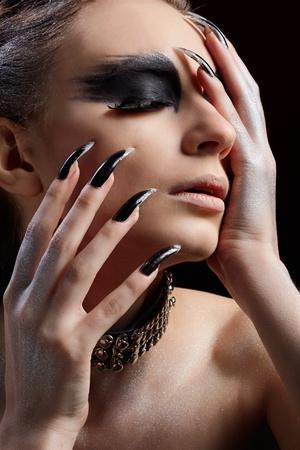 maquillaje de fantasia: Retrato de primer plano de bella joven con maquillaje de fantas�a de ave de presa Foto de archivo