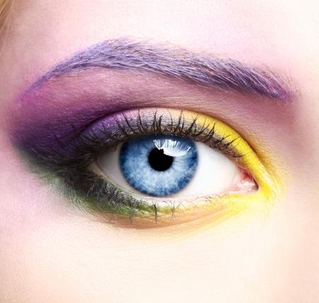 close-up portret van mooie vrouw eye zone make-up