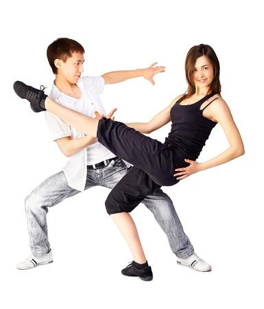 hustle: Isolati ritratto di ragazzo asiatico ed europeo caos ragazza che balla